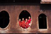 Unidentified novices at Shwe Yan Phe Monastery — Stock Photo