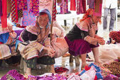 Hmong vendors wait for customers — Stock Photo