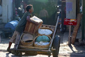 Labourer at Kalaw market — Stock Photo