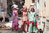 Women carry brick on head — Stock Photo