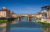 Ponte Vecchio over Arno river, Florence, Tuscany in Italy — Stock Photo