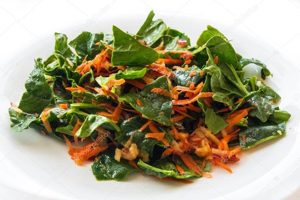 Ensalada de zanahoria y espinaca foto de stock - Ensalada de zanahorias ...
