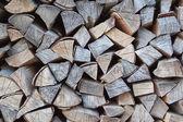 Kupie drewno kominkowe na zimę. — Zdjęcie stockowe