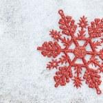 fiocco di decorazione di Natale sulla neve bianca — Foto Stock