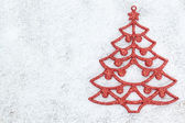 Decorative red Christmas tree on white snow. — Stockfoto