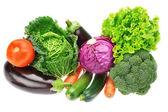 Um conjunto de legumes coloridos de repolho, brócolis, abobrinha e — Foto Stock