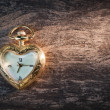 Antique gold pocket watch in the form of heart. — Foto Stock