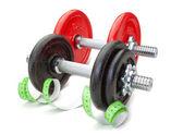 Dos mancuernas para gimnasio y medidor. en un backgr blanco — Foto de Stock