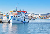 The old tourist vessel in the fishing port. For walking. — Stock Photo