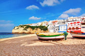 Portuguese beach villa in Carvoeiro classic fishing boats. Summe — Stock Photo