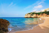 Portuguese villa in Carvoeiro beach with clear blue sea. Summer. — Stock Photo