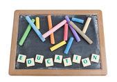 Kuratorium z kredą kolorowe kredy i napisane słowo edukacji. — Zdjęcie stockowe