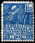Francja - ok. 1930: znaczek wydrukowany we Francji pokazuje kobietę o th — Zdjęcie stockowe