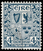 Stamp printed in Ireland shows Coat of Arms — Стоковое фото
