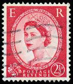 Stamp printed in UK shows portrait of Queen Elizabeth II — Stock fotografie