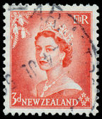 Stamp printed in New Zealand shows portrait of Queen Elizabeth I — Stockfoto