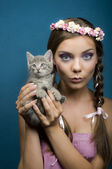 Young women with cat — Stock Photo