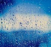 Gocce sul vetro dopo la pioggia — Foto Stock