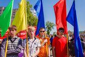 The youth from patriotic party BRSM holds flags on the celebrati — Stock Photo