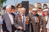 Veterani non identificati durante la celebrazione del giorno della vittoria. gom — Foto Stock