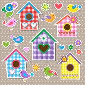 Cajas nido para pájaros, pájaros y flores — Vector de stock