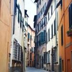 Narrow old urban street in italian town — Stock Photo