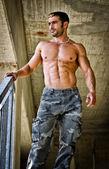 Hot, muscular construction worker shirtless — Stock Photo