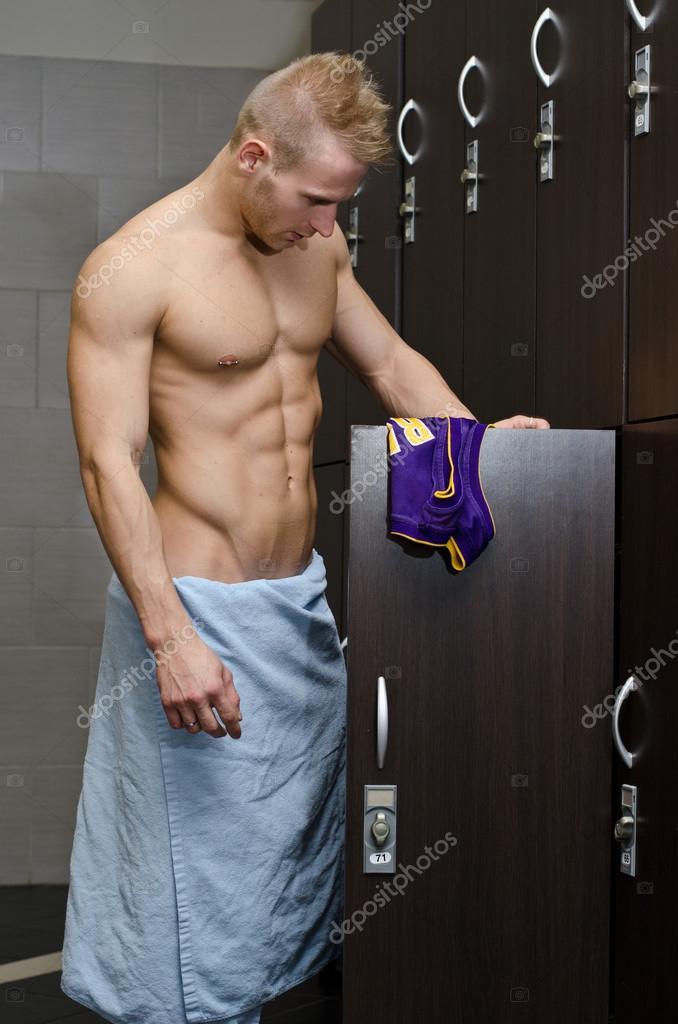 Celebrity masculino sin camisa adolescente