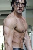 Muscular man shirtless, profile view — Stock Photo