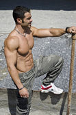 Muscular construction worker shirtless outdoors in building site — Stock Photo