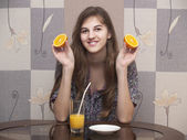 The girl with an orange — Stock Photo