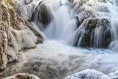冬の小さな滝 — ストック写真