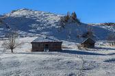 Dom na snowy pole — Zdjęcie stockowe