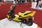 Motorcycle biz Sunra yellow — Stockfoto