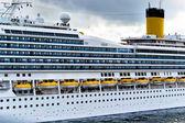 Gran ferry el viaje en mar abierto — Foto de Stock