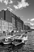 Boats parking in city channel — Stock Photo