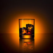 Whiskey glass ice cube drink bourbon summer sunset horizon rocks alcoholic scotland — Stock Photo