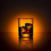 Whiskey glass ice cube drink bourbon summer sunset horizon rocks alcoholic scotland — Stock Photo