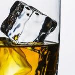 Whiskey ice-free glass close-up plate isolated bourbon rocks scotland alcoholic spirit tennessee — Stock Photo
