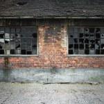 Brick wall with broken windows — Zdjęcie stockowe