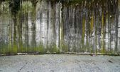 Concrete wall with gravel — Stock Photo