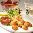 Fried scallops with cherry tomatoes and glass of white wine — Stock Photo