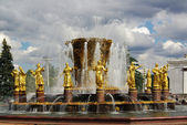 Fountain of Friendship of peoples at Exhibition Center in Moscow — Stock Photo