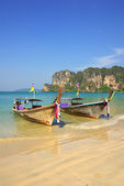 Traditional Thai boat on Railay beach, Krabi, Thailand — Stock Photo