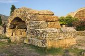 Ruins of ancient Hierapolis, Pamukkale. Turkey — Stock Photo