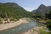 Alara fästning på en berg flod i turkiet — Stockfoto