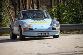 LEIRIA, PORTUGAL - FEBRUARY 2: Unknow Driver drives a Porsche 911 during 2013 Amateur Winter Rally, in Leiria, Portugal on February 2, 2013. — Stock Photo