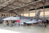 MONTE REAL, PORTUGAL-APRIL 7: F-16 Portuguese on hangar for maintenance on April 7,2011 in Monte Real, Portugal — Stock Photo
