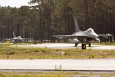 MONTE REAL, PORTUGAL-APRIL 7: 2 Portuguese F16 taxing. Participating in Real Thaw Nato exercise at Base N.5 MONTE REAL,integrated in Fap and Nato on April 7,2011 in Monte Real, Portugal — Stock Photo