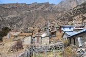 Nepal trekking um Anapurna. alte Dorf giaru. — Stockfoto